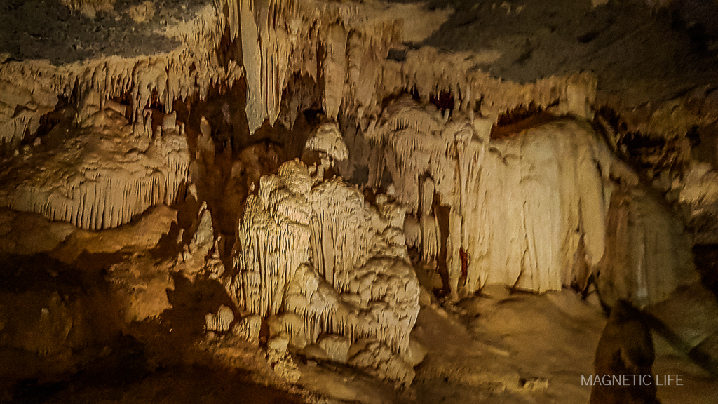 Szata naciekowa wAl Hoota Cave
