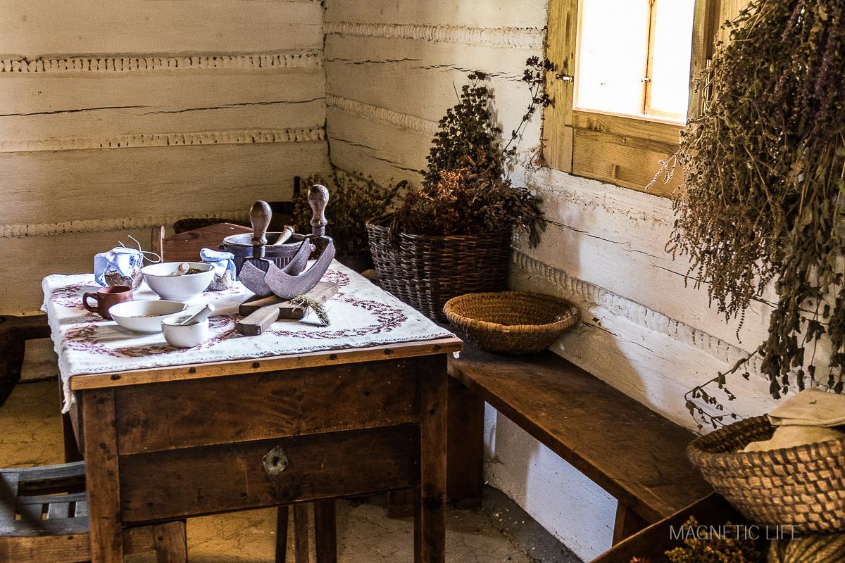 Etnopark wŚlemieniu wnętrze domu zielarki