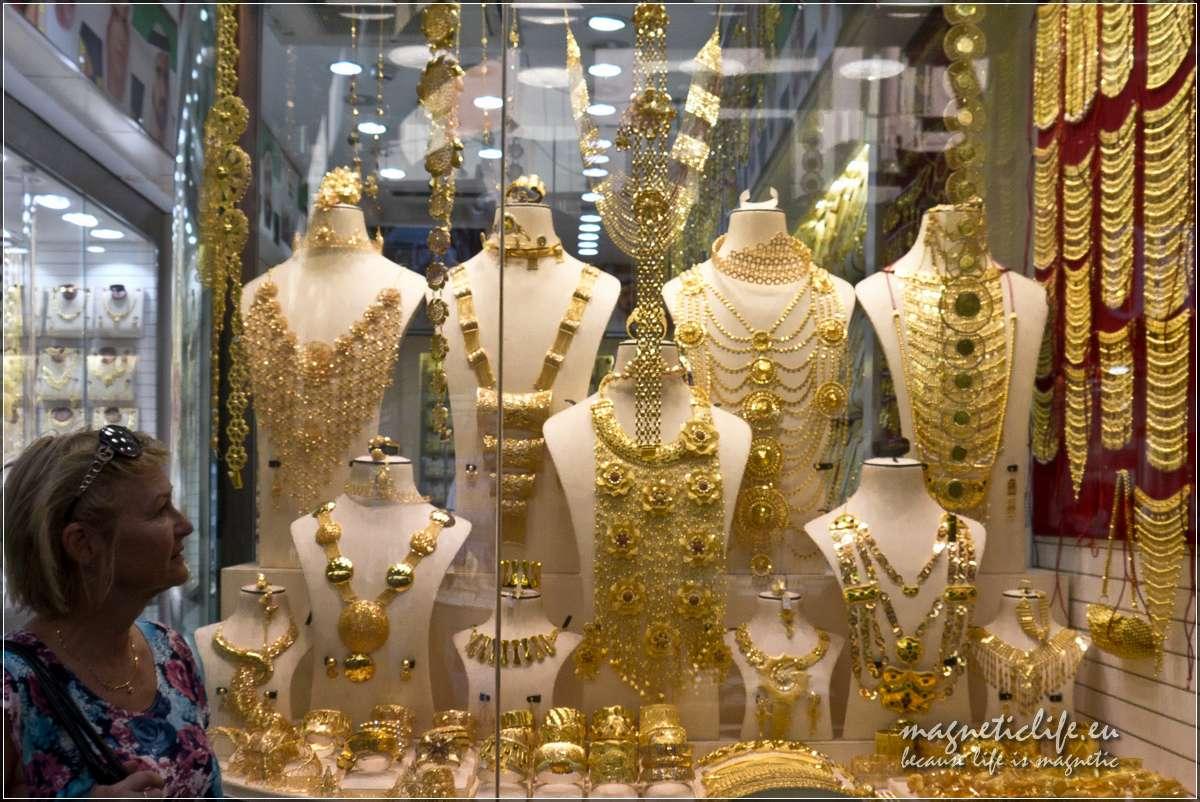 Witryna sklepowa natargu złota wDubaju