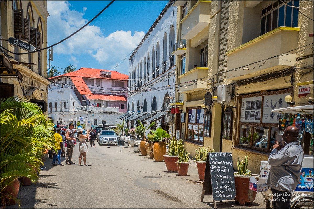 Freddie Mercury iStone Town Zanzibar. Przeddomem.