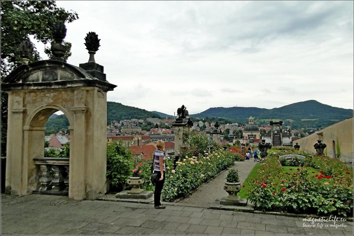 Děčín brama doCzeskiej iSaksońskiej Szwajcarii. Ogród różany