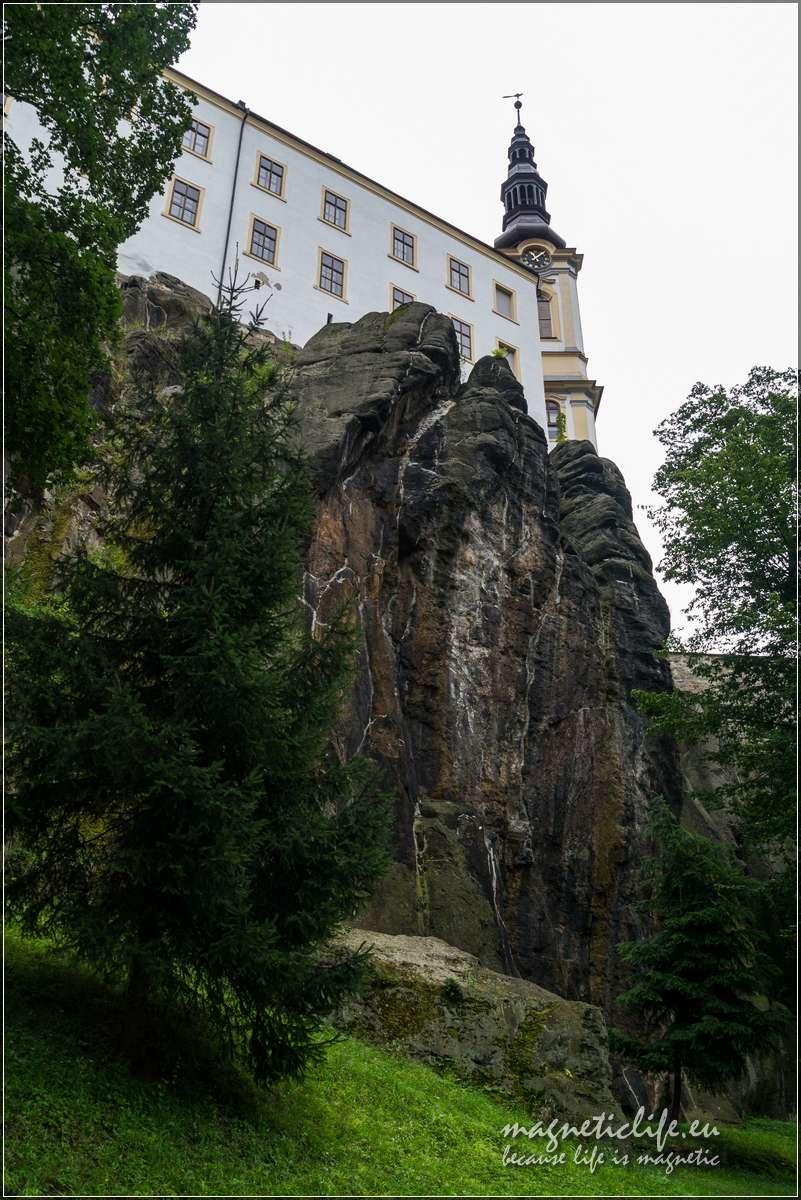 Zamek naskale