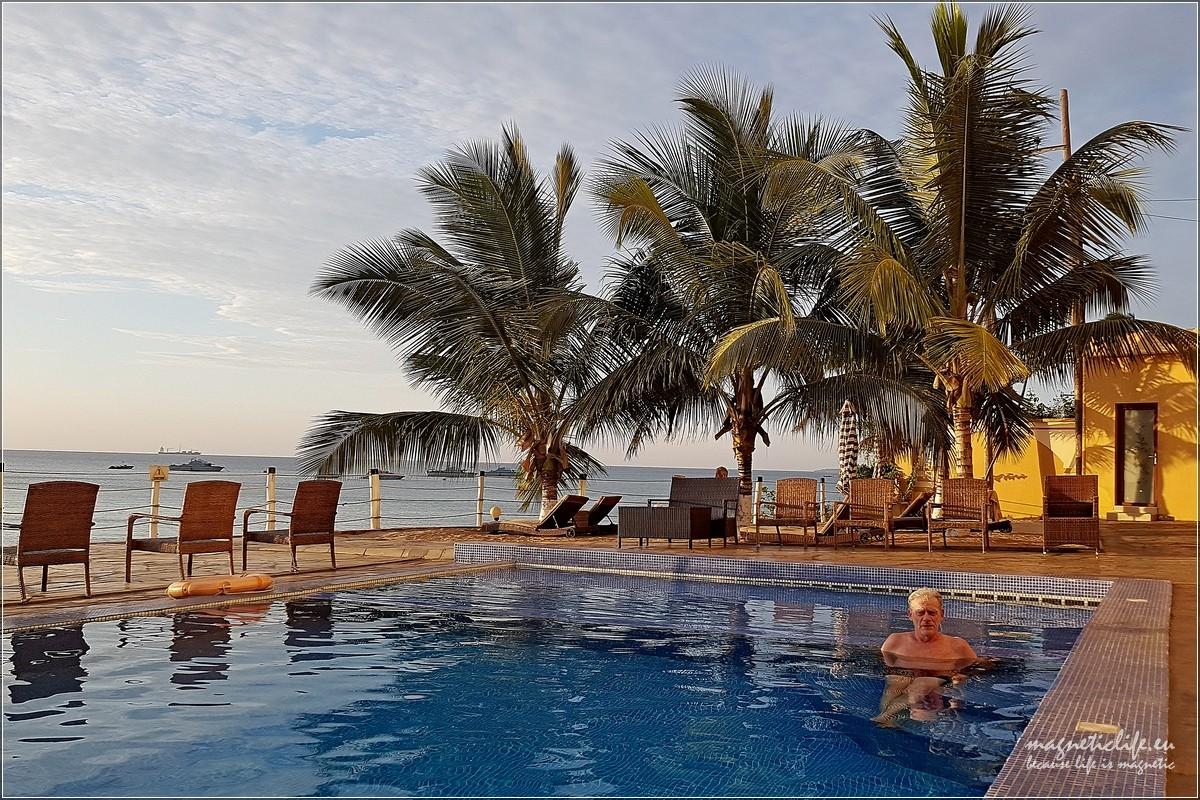 Baraka żółwie idwa oblicza Zanzibaru. Hotelowy basen