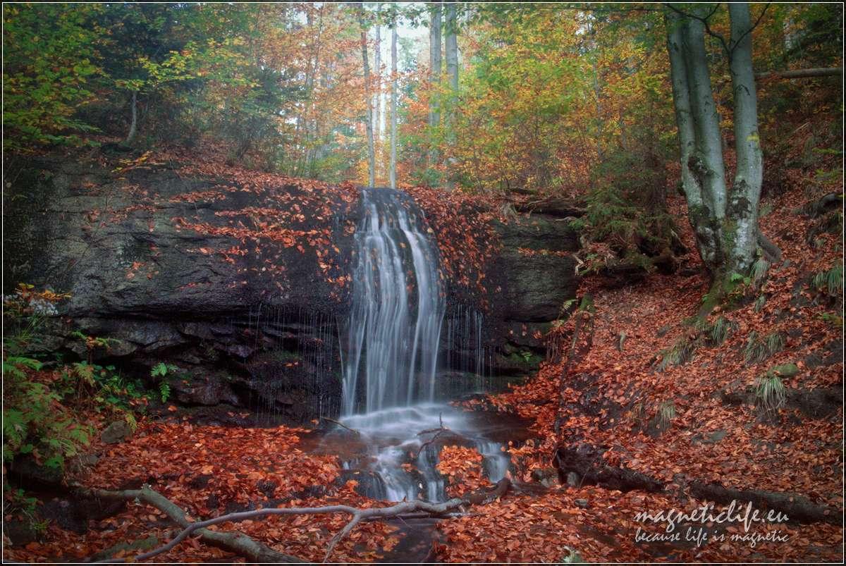 Wodospad Dusiołek jesienią