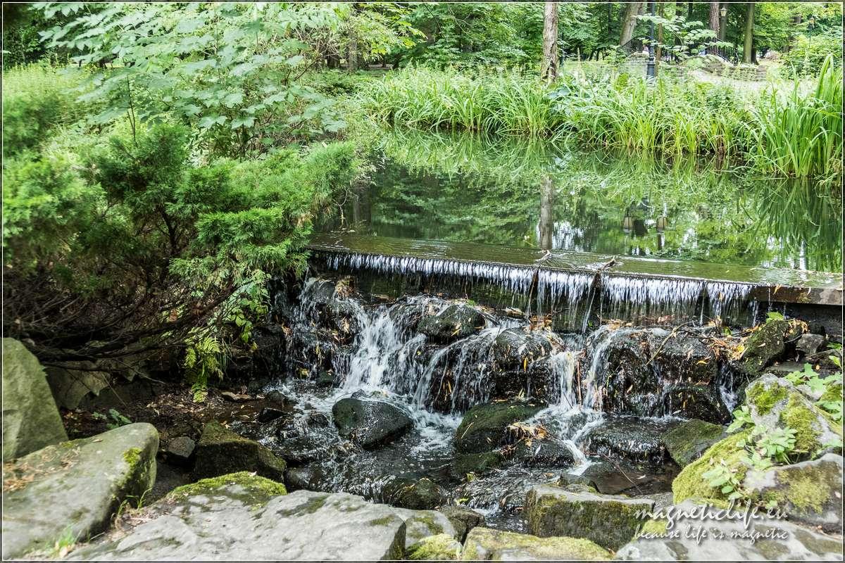 Park zamkowy wodospad