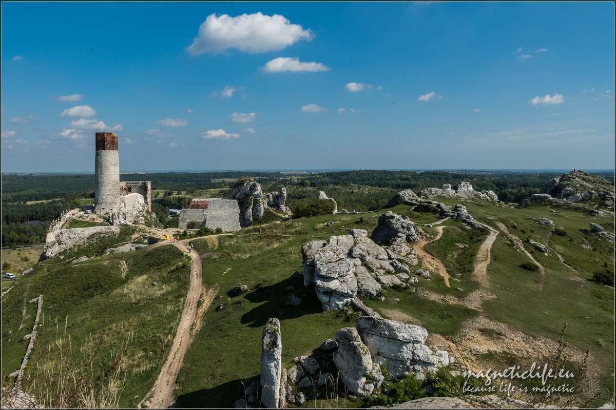 Zamek wOlsztynie widok zkwadratowej wieży
