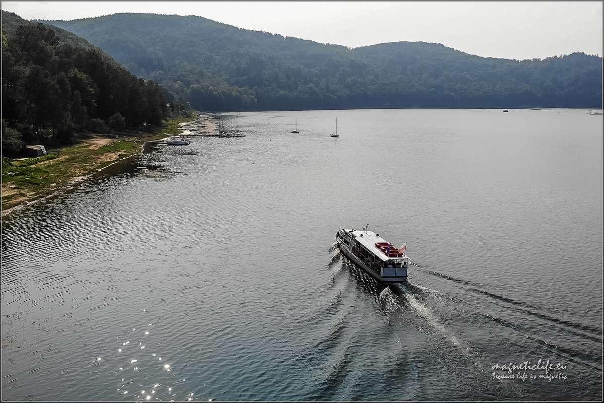 Jezioro Rożnowskie statek