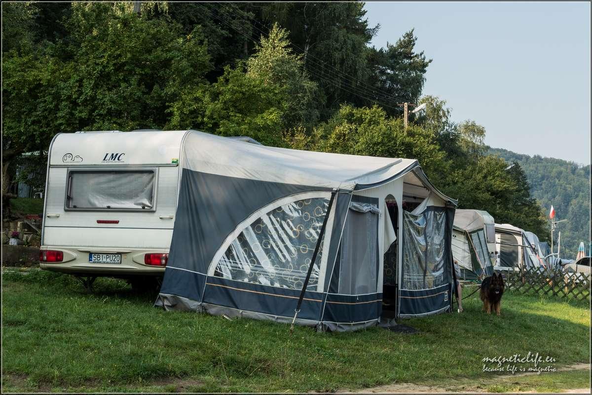Pole namiotowe Tabaszowa trochę krzywo